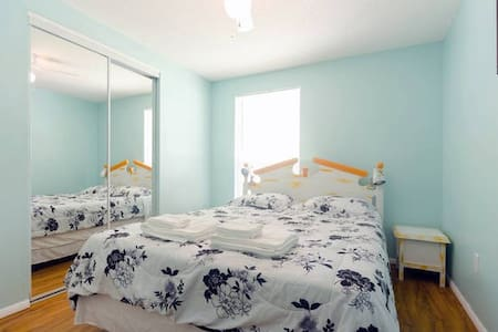 Beachy room, convenient location - Clearwater - House