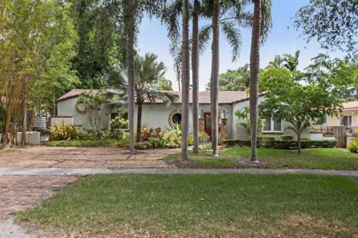 Adorable 1930s home with pool. - Miami Shores - Rumah
