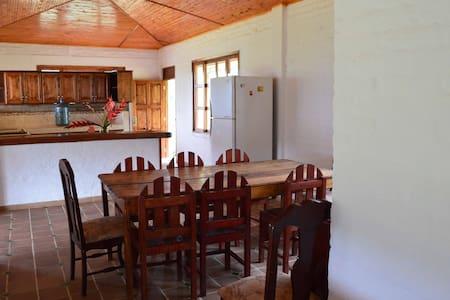 Finca con un paisaje inmejorable - Pavas - House