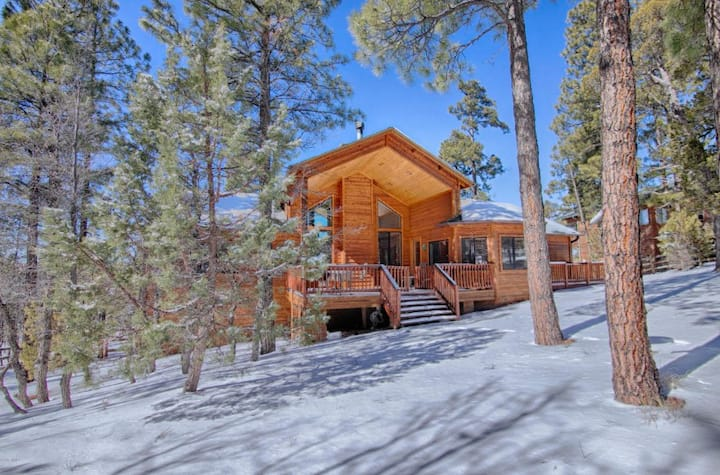 Beautiful Pine Wood Lodge with fantastic views!