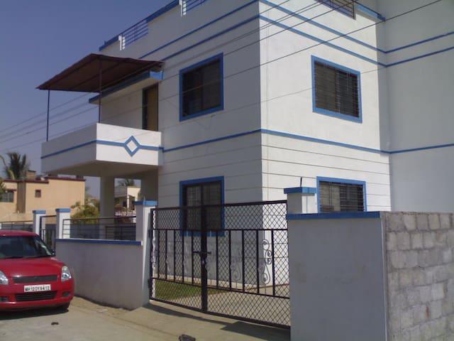 2BHK Villa on 1st floor/WiFi/Kitchen/near Airport