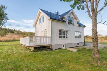 Sjarmerende hus nært Vikingemuseet - Vestvågøy