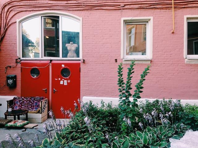Artistic 2-bedroom apartment on Petrovsky blvd.