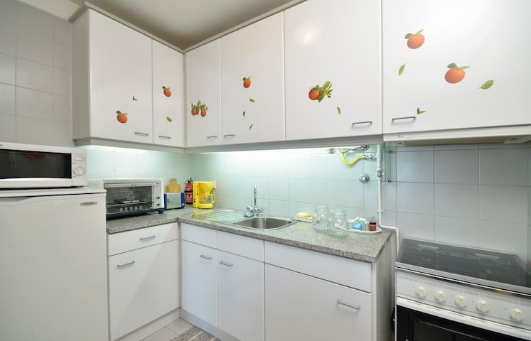The kitchen is equipped with fridge, microwave, coffee maker, oven, stove, exhaust fume and utensils.