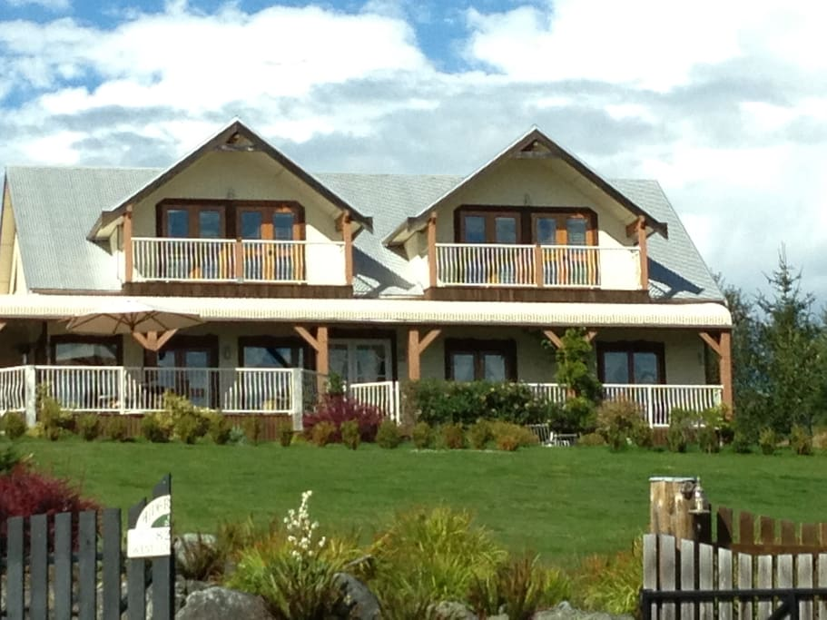 Front view of main house (the suite is in an adjacent building with ocean views as well)