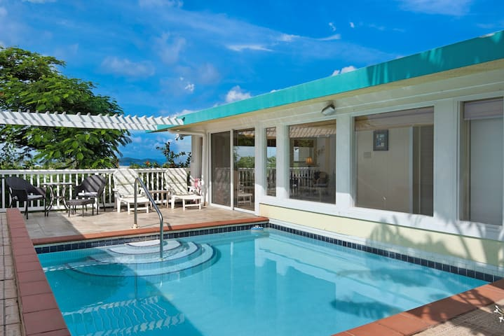 Luxury  Pool Villa. Walk to Sapphire, Lindquist.