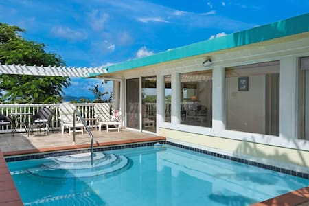Luxury Private  Pool Villa. Walk to Sapphire Beach
