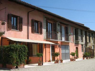 Cà Trinchè  Agriturismo in Langa - Camo - 家庭式旅館