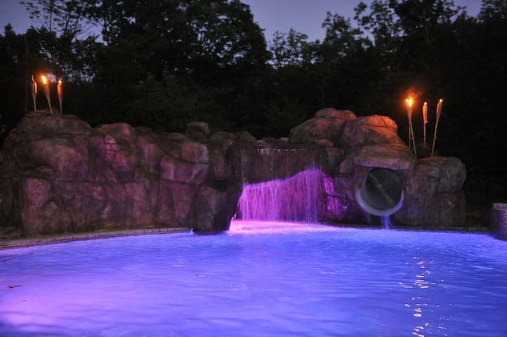 Private Mansion Theater Cave Pool