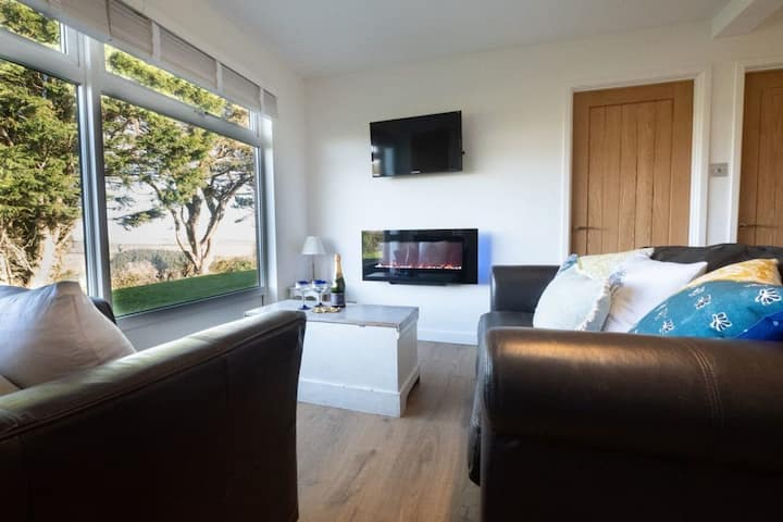 Chalet Peace ~ wonderful valley views & parking