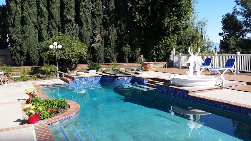 Beautiful Monterey Park home with a pool and view! - Monterey Park - Ev
