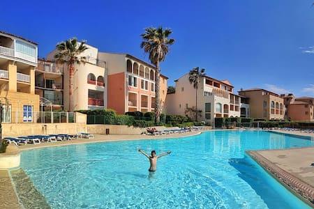 Grande terrasse, 50m plage vue mer+ piscine + pkg