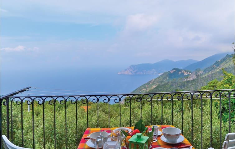 Holiday apartment with 2 bedrooms on 70 m² in Corniglia -SP-