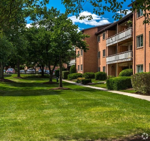 2 Bdr Apt. Minutes Away from D.C. and Baltimore.