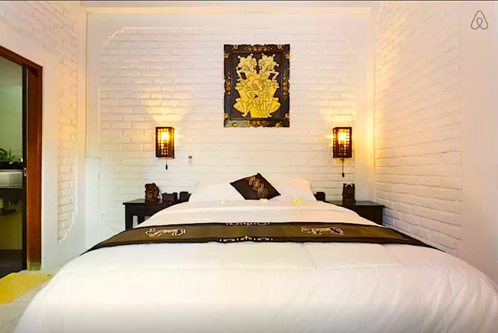 Bed room with queen size mattras