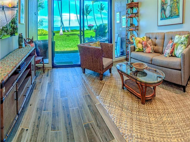 Enjoy it all! Oceanfront suite w/full kitchen, TV+ceiling fans–Molokai Shores 131