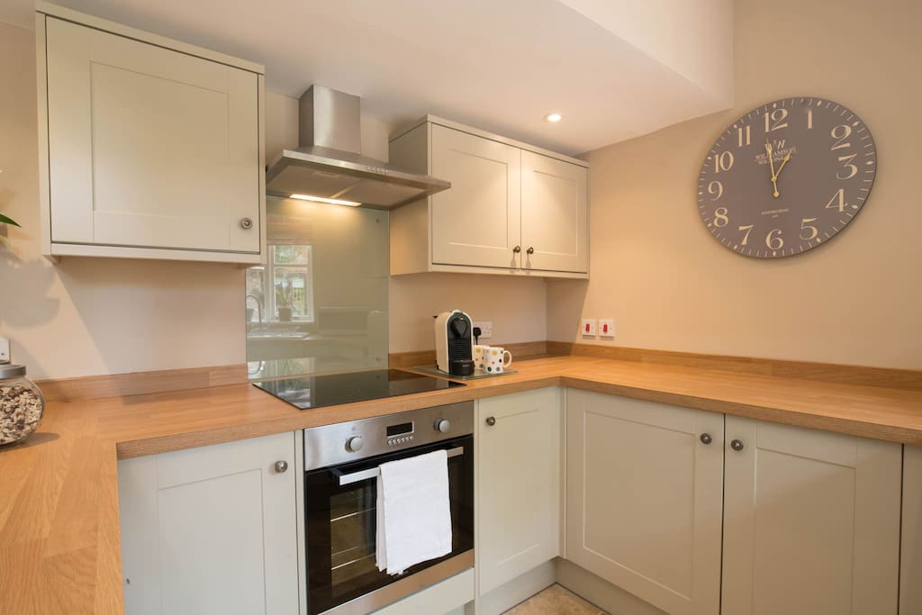 New fully equipped kitchen with breakfast bar, dishwasher and washing machine