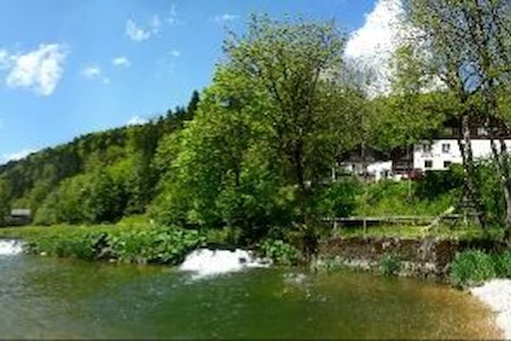 Auberge le Moulin du Plain sur les bords du Doubs - Indevillers