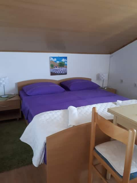 """Room """"Zagi"""" and kitchen for 2  near NP and beach"""