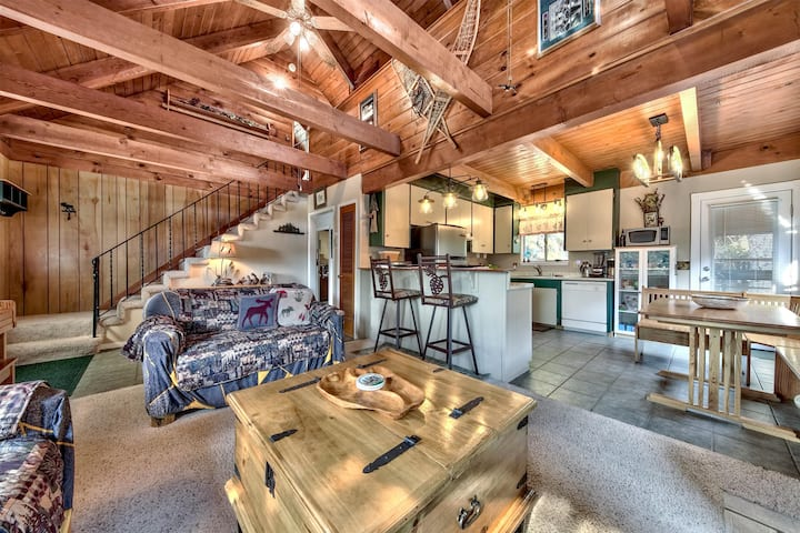 Apalachee Idyllic Tahoe Getaway - 3 BR, 1.5 BA, Hot Tub, Mountain Views