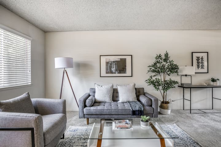 Lovely 2BR in Campbell, Pool + Shopping Nearby