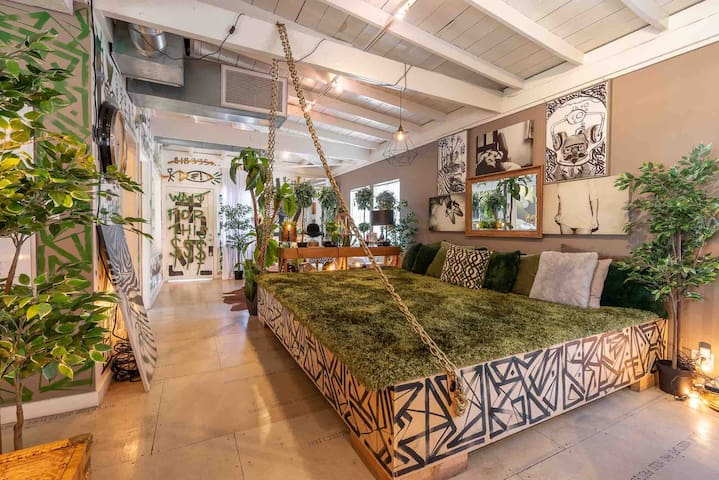 Sexy Artist Loft Near Hollywood