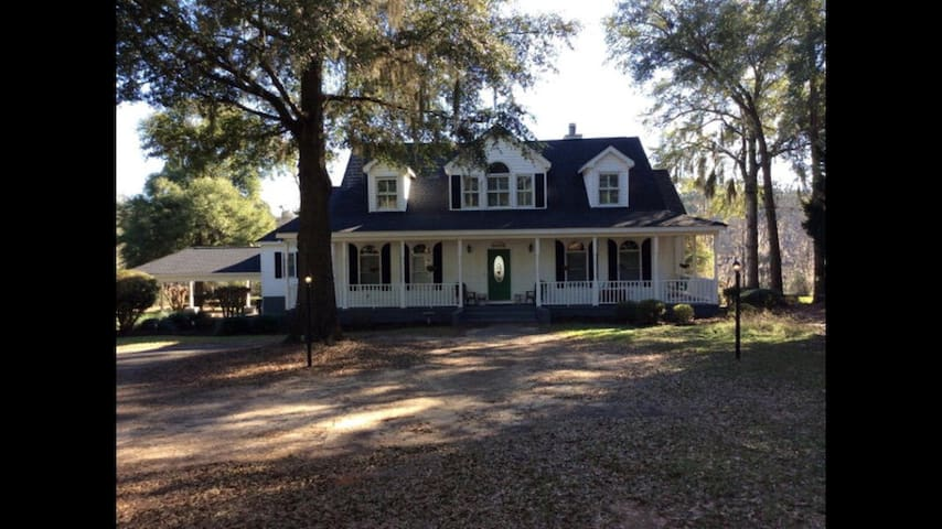 Home on Lake Blackshear with Pool! - Cordele