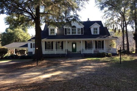 Home on Lake Blackshear with Pool! - Cordele - Talo
