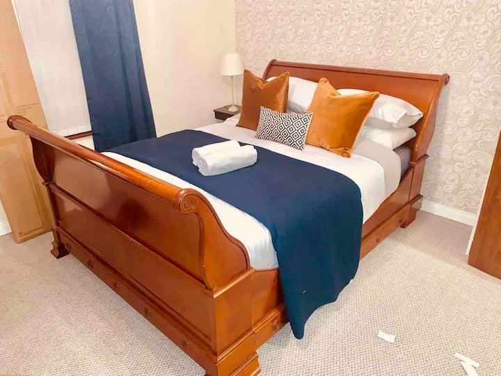 Beautiful King bed in east Belfast