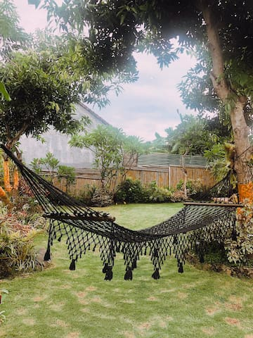 Quiet room in Canggu with beautiful garden