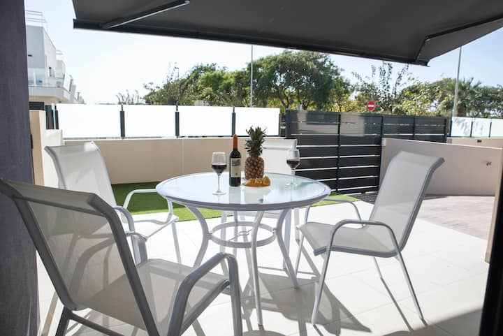 Modern apartment only 300m from the beach