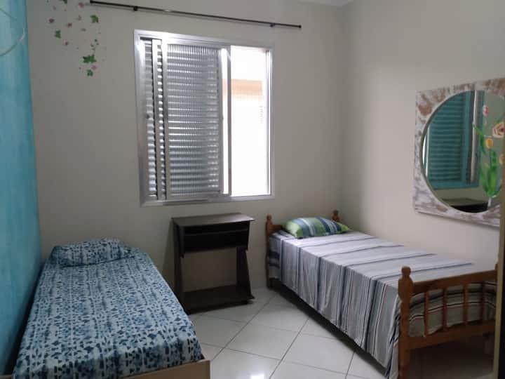 Apartamento com 2 dormitórios e vista para o mar