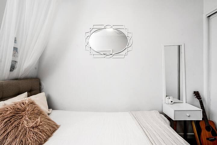 Fresh n feminine guest room