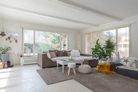 Satisfaction guaranteed! Comfortable room in villa - Adliswil - Villa