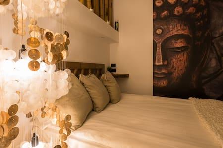 Luxurious Stylish Zen Central Isola