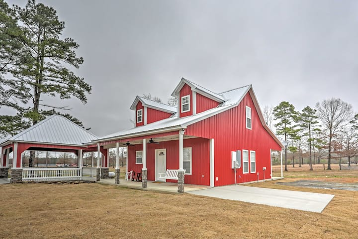 Higden Home w/ Yard - 3 Mi to Greers Ferry Lake!