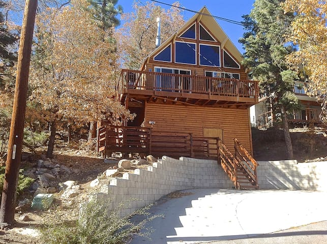 Cozy hideaway cabins for rent in big bear lake for Cabin for rent in big bear ca