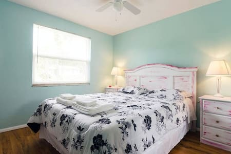 Enjoy a cute, clean & freshly updated bedroom in our home! This cozy beach style room has hand painted furniture by the local artist Erica Zylman. Our home is conveniently located to either Tampa or the beaches. We look forward to having you over!