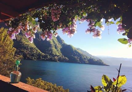 Villa Satara! Lake Atitlan's Most Beautiful B&B. - Tzununa