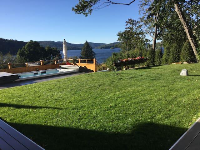 Lake House - Brookfield - House