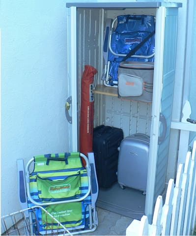 Storage locker for your luggage during early check-in and late check-out. Loaded with 2 beach chairs, beach umbrella and cooler. Just grab some ice out of the ice-maker in the fridge and enjoy the beach.