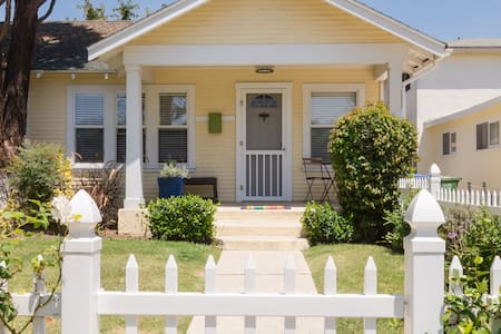 Private 1 bedroom 1 bath house in a triplex on a quiet cul-de-sac street.  Best location in Culver City:  2 blocks from Sony Studios, minutes to LAX, beaches, UCLA, local attractions and Metro Line.   High-Speed WiFi, Cable TV, Washer/Dryer