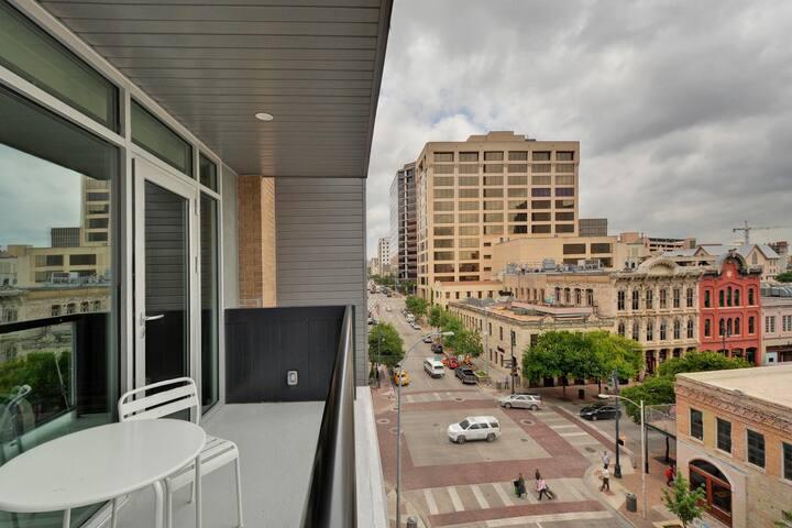 Loft on 6th St. B5 - Austin