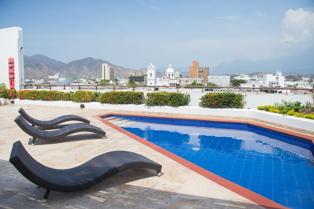 Pool and view of the city in rooftop