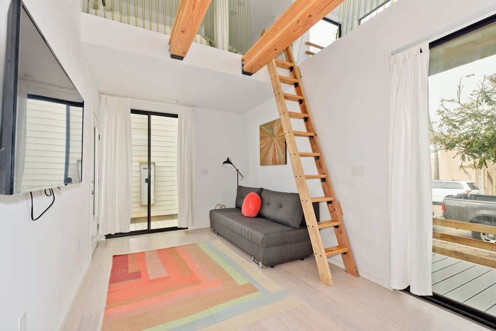 This modern studio can sleep 4 people making it great for families or friends looking for an affordable way to be just steps to the beach.
