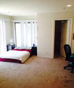 Room type: Private room Bed type: Real Bed Property type: House Accommodates: 2 Bedrooms: 1 Bathrooms: 1.5