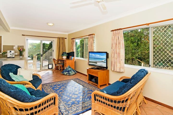 Pet-friendly Coolangatta Beachhouse (non-smoking)