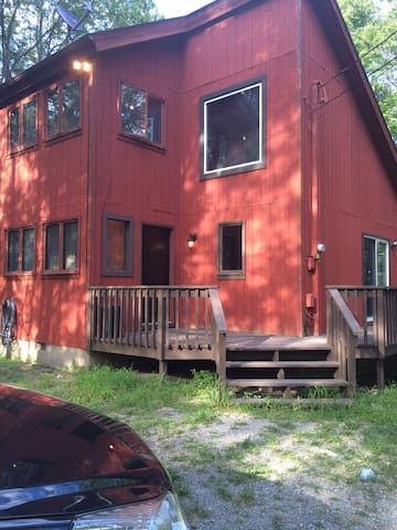 Newly remodeled home in the Poconos - East Stroudsburg - Hus