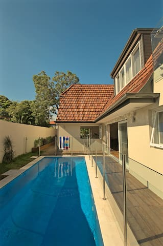 Queen bedroom family home with pool - Neutral Bay - Casa