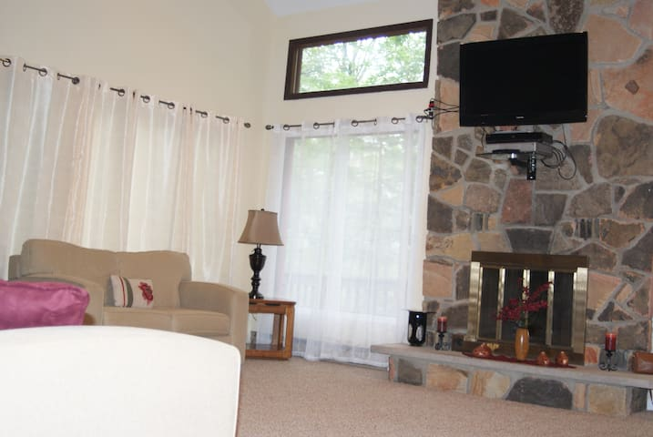 Newly remodeled home in the Poconos - East Stroudsburg - Huis